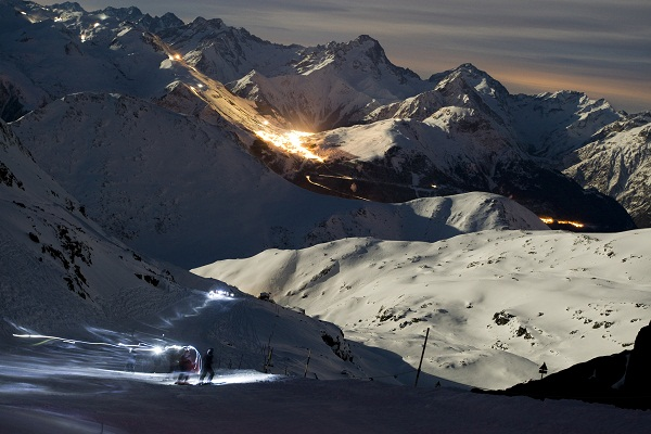 http://weloveski.intersport-rent.fr/wp-content/uploads/2013/01/Sarenne-au-clair-de-lune.jpg