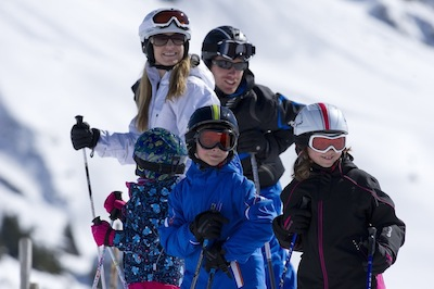 http://weloveski.intersport-rent.fr/wp-content/uploads/2013/11/Article-4-Photo-ski-en-famille.jpg