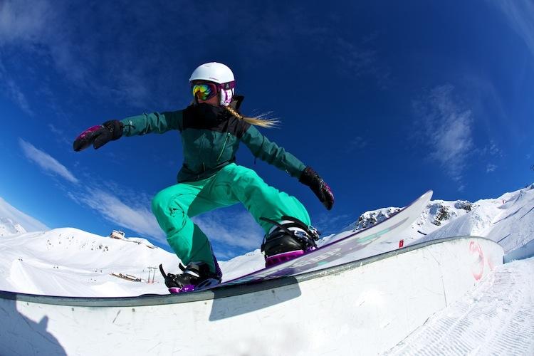 http://weloveski.intersport-rent.fr/wp-content/uploads/2013/11/KG8B5016-_FIREFLY_snow_FW1314_low-11.jpg