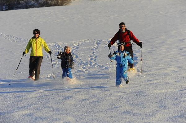 raquettes à neige en famille