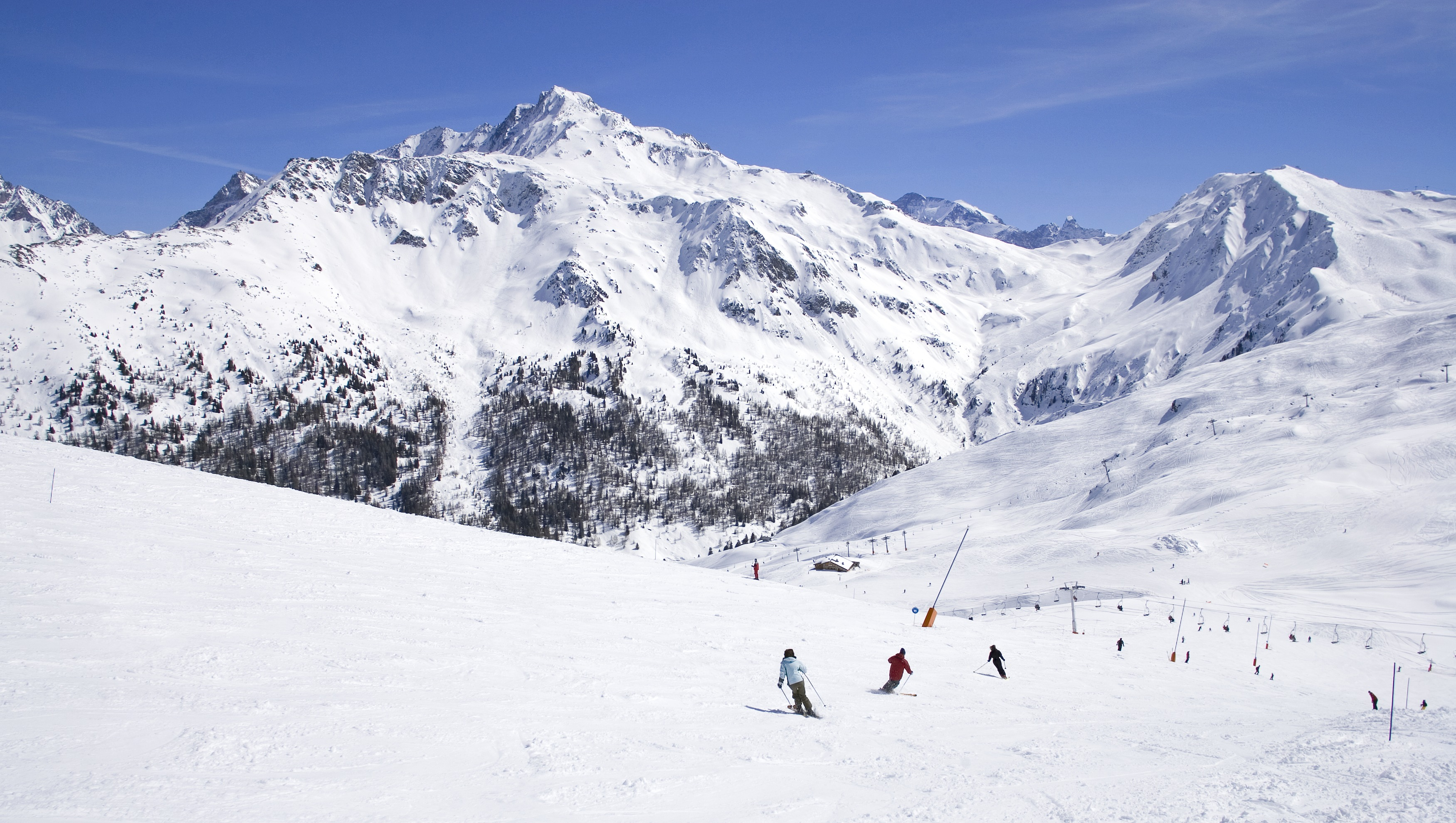 http://weloveski.intersport-rent.fr/wp-content/uploads/2014/12/La-Plagne-c-E.-Sirparanta.jpg