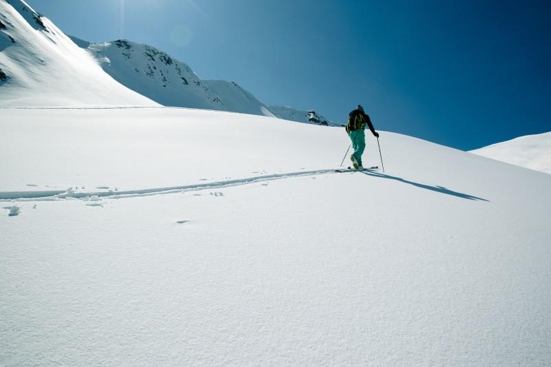 Ski de randonnée, montée (Crédits : Elina.Sirparanta)