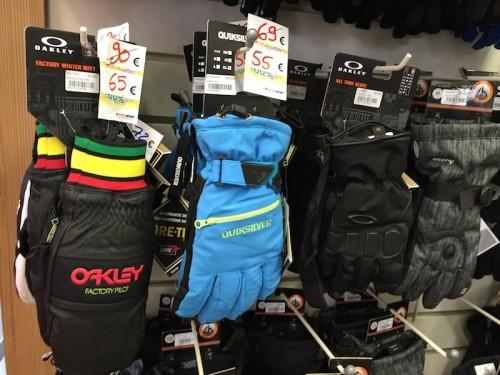 Promotion gants de ski. Crédits : Annelise Carames, INTERSPORT St Lary Télécabine