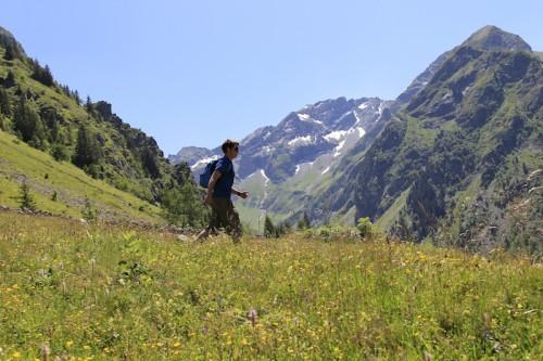 randonnée lac du Lauvitel Parc National des écrins. Crédits : (c) copyright (c) office de tourisme les 2 Alpes. Pascal BOULGAGOV