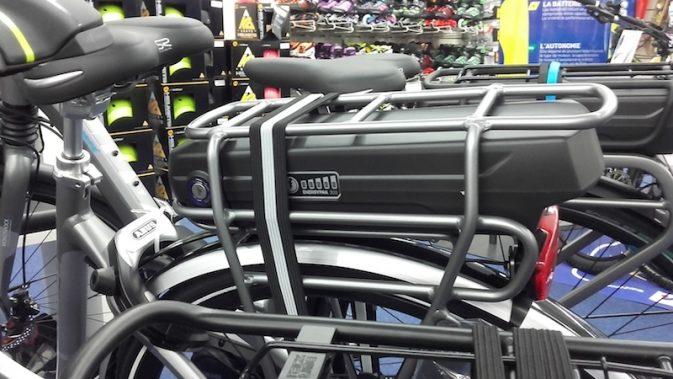 Batterie de vélo électrique INTERSPORT. Crédits : Agence Switch