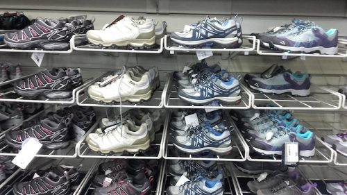 Chaussures pour balade familiale. INTERSPORT. Crédits : Agence Switch
