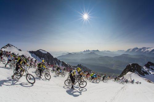 Megavalanche Alpe d'Huez. Crédits Salino