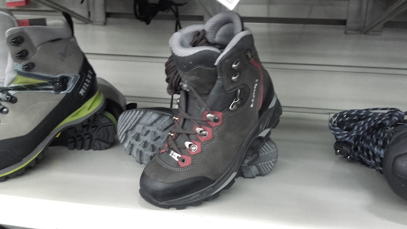 http://weloveski.intersport-rent.fr/wp-content/uploads/2016/05/Photo-2-chaussures-de-randonnée-tige-haute.-INTERSPORT.-Crédits-Agence-Switch.jpg