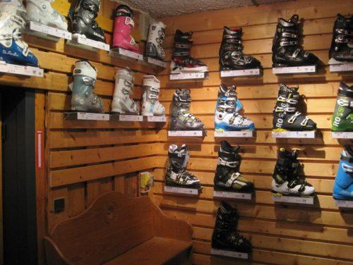 Chaussures de ski. Crédits - INTERSPORT Crest-Voland