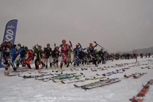 Départ d'une course de ski alpinisme à Manigod