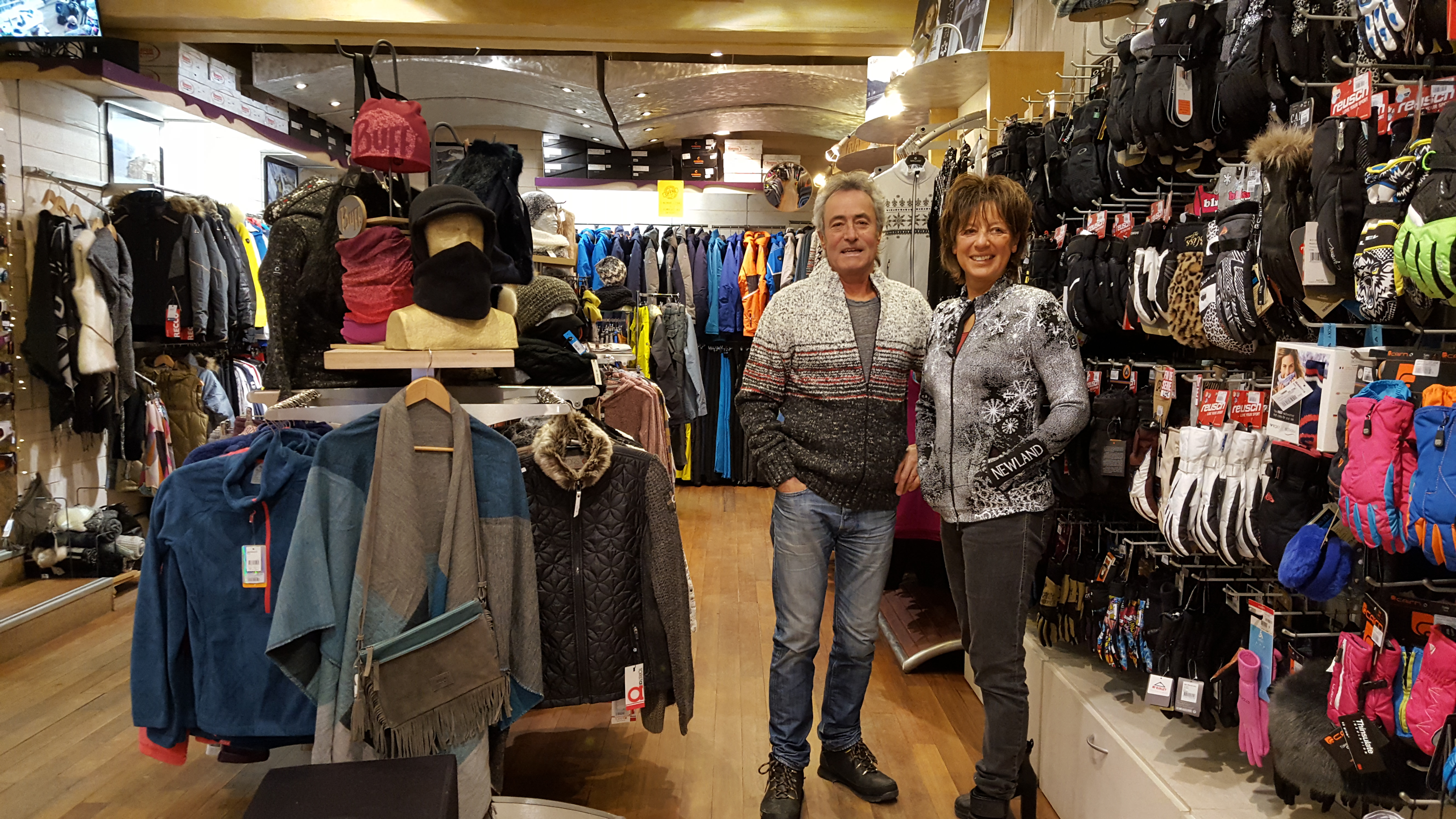 Bruno et Brigitte, gérant du magasin Intersport à Barèges dans les Pyrénées