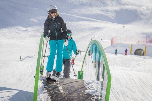 Le «FUNSLOPE» à Val-Thorens (France) propose un parcours de 900 mètres de long avec plus de 50 modules de jeux