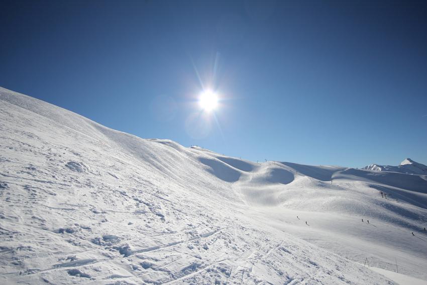 Ski sous le soleil aux Orres (@Alice_Simonard_Estelle_jan2011)
