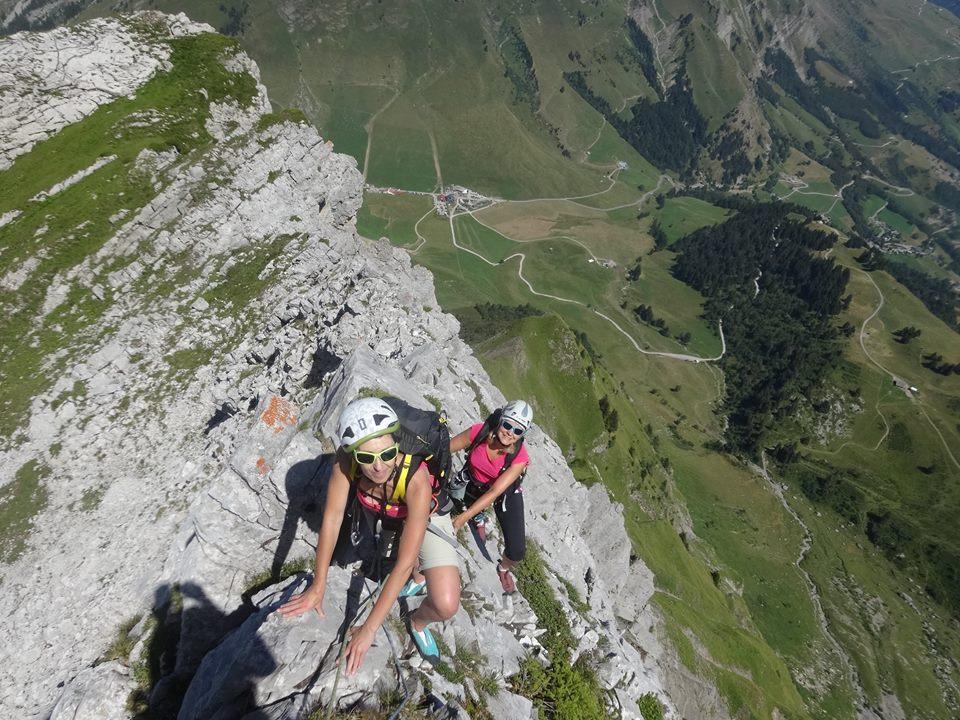 http://weloveski.intersport-rent.fr/wp-content/uploads/2017/07/escalade-facile_aravis_Blonniere-®Eric-Smolski-.jpg