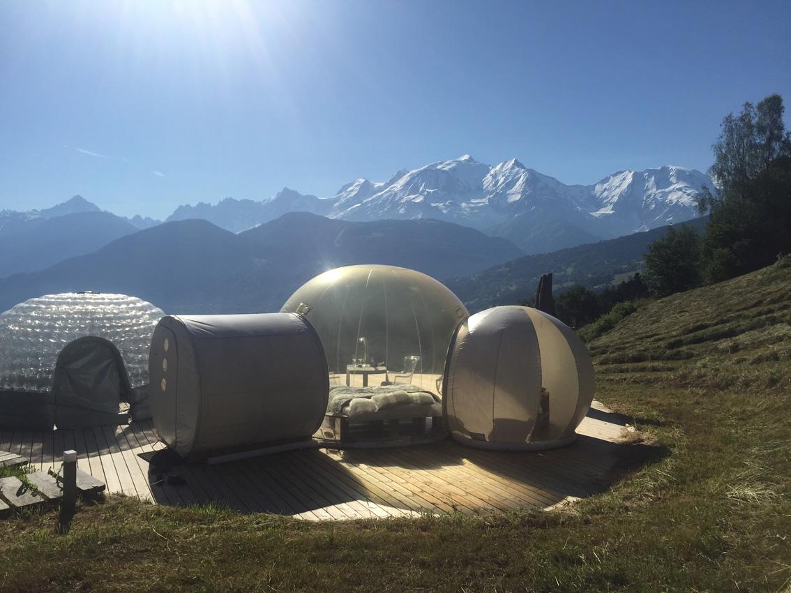Nuit dans une bulle à Combloux face au Mont-Blanc