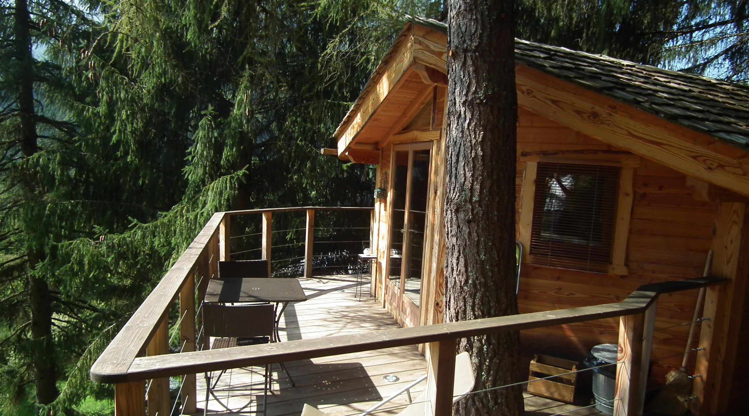 Cabane dans les arbres dans la vallées d'Aulps