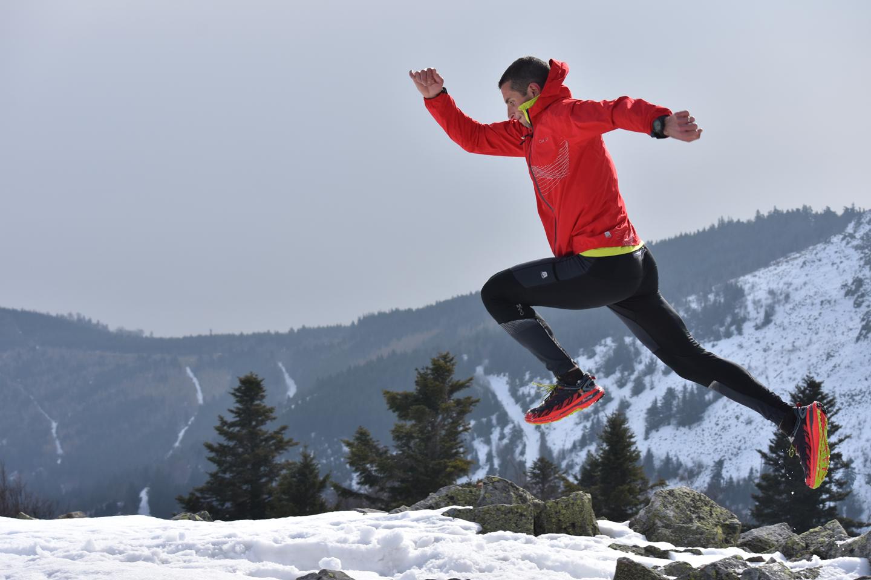 Un trailer est entrain de courir sur la neige (Florian Olivier)