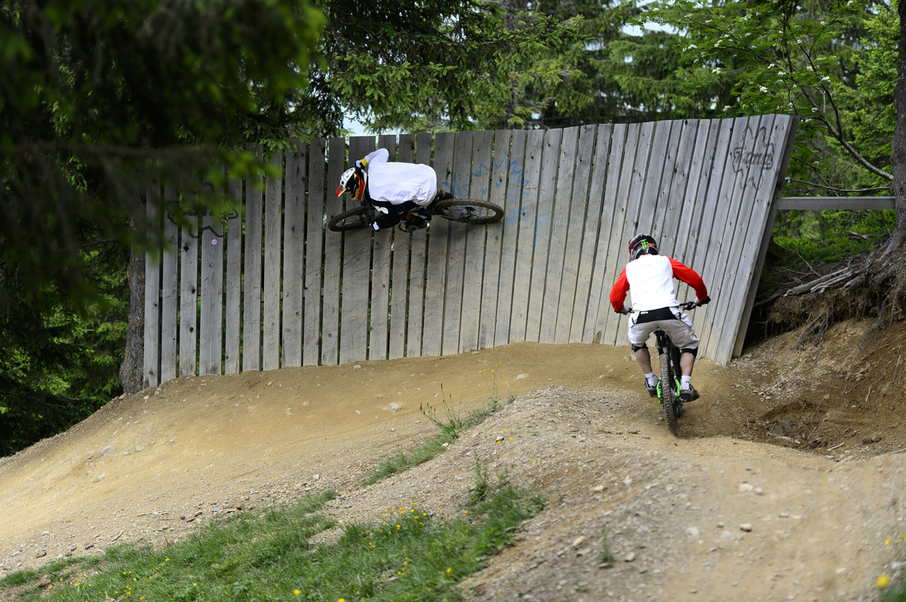 Nicolas Anthonioz, member of Intersport Les Gets rides at home in his bike parks! (Copyright : Nicolas Joly)