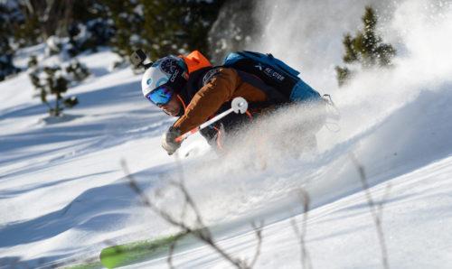 Skieur équipé d'un sac airbag