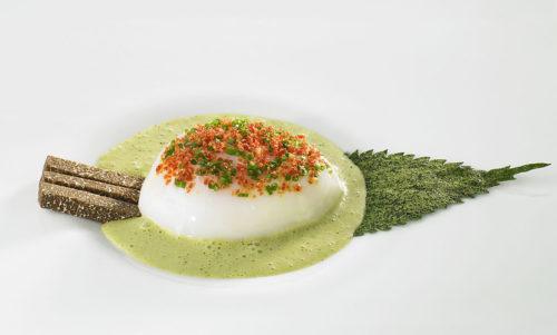 Œuf cuisson basse température et soupe d'ortie, proposition des chefs René et Maxime Meilleur de La Bouitte © M. Müller / La Bouitte