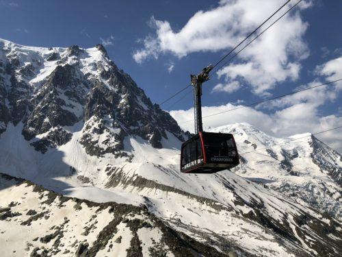 Le téléphérique de l'Aiguille du Midi à Chamonix avec sa cabine panoramique. © Sandra Stavo-Debauge