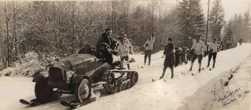 Tout était bon pour remonter la pente au début du XXe siècle ! Photo du musée Alpin de Chamonix