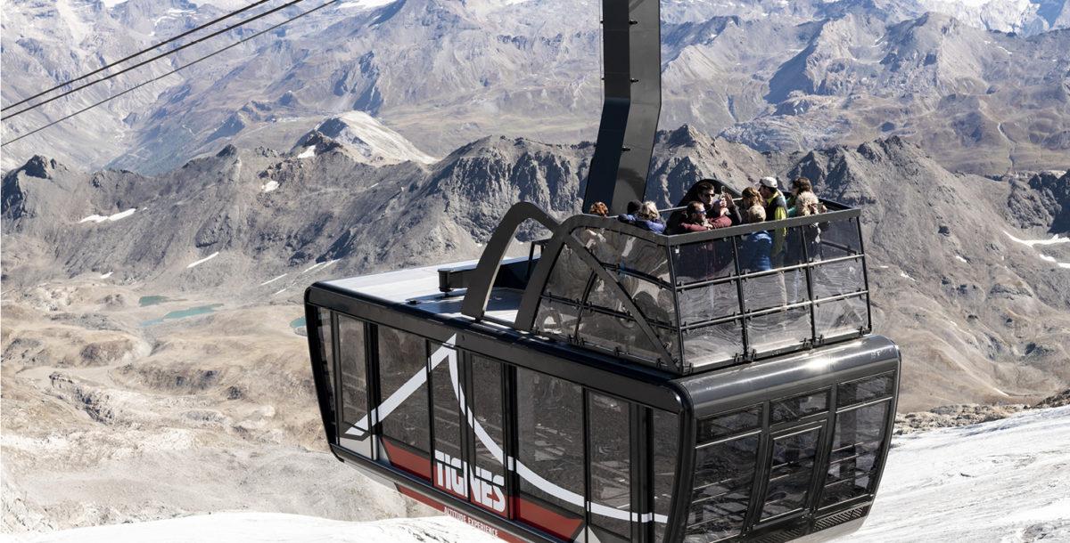 Tignes a inauguré cet automne 2018 le plus grand et le plus haut téléphérique-terrasse, du monde qui survole le glacier de la Grande Motte à plus de 3000m d'altitude. © Stéphane Candé pour Tignes STGM