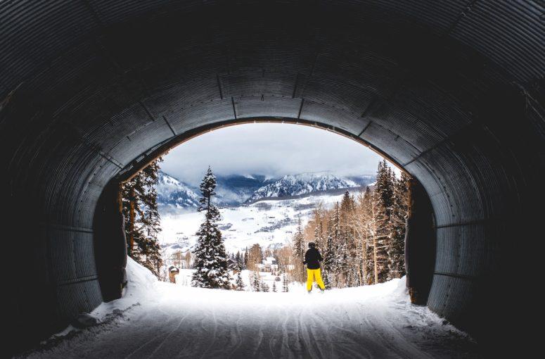 Renouveler sa tenue de ski: focus sur les nouveautés textile et accessoires