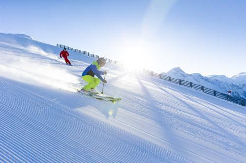 Parce que nos muscles sont particulièrement sollicités lors de la pratique du ski et du snowboard, bien s'échauffer est une étape primordiale pour s'affranchir de blessures futiles. WeLoveSki s'est tourné vers le Directeur Technique de l'ESF de Belle Plagne, Thibaut Vaillant pour tout savoir! Voici sa série de conseils pour vous assurer une mise en condition physique idéale pour le ski. De quoi passer des vacances sportives réussies!