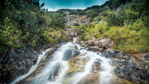 Rivière à la montagne