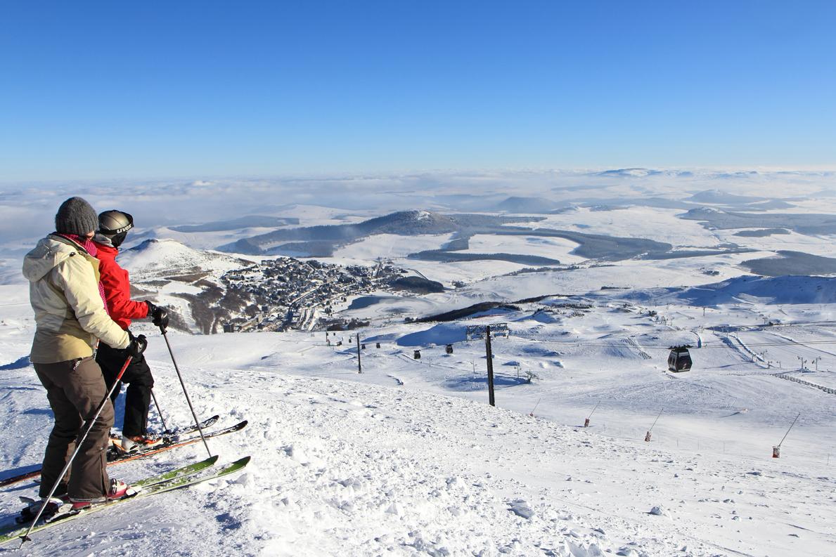 Skieurs sur les pentes de Super-Besse (®OTSancy)