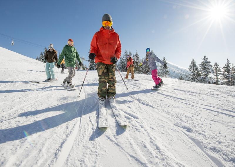Amis au ski (winter-ski_alpin-P_Lebeau)