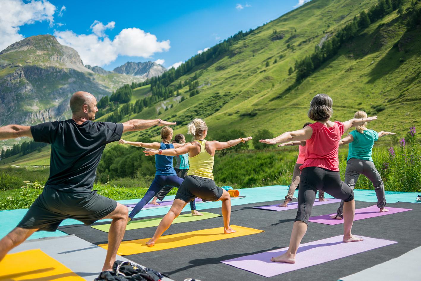 Séance de yoga à Val d'Isère (®Val d'Isère Tourisme)