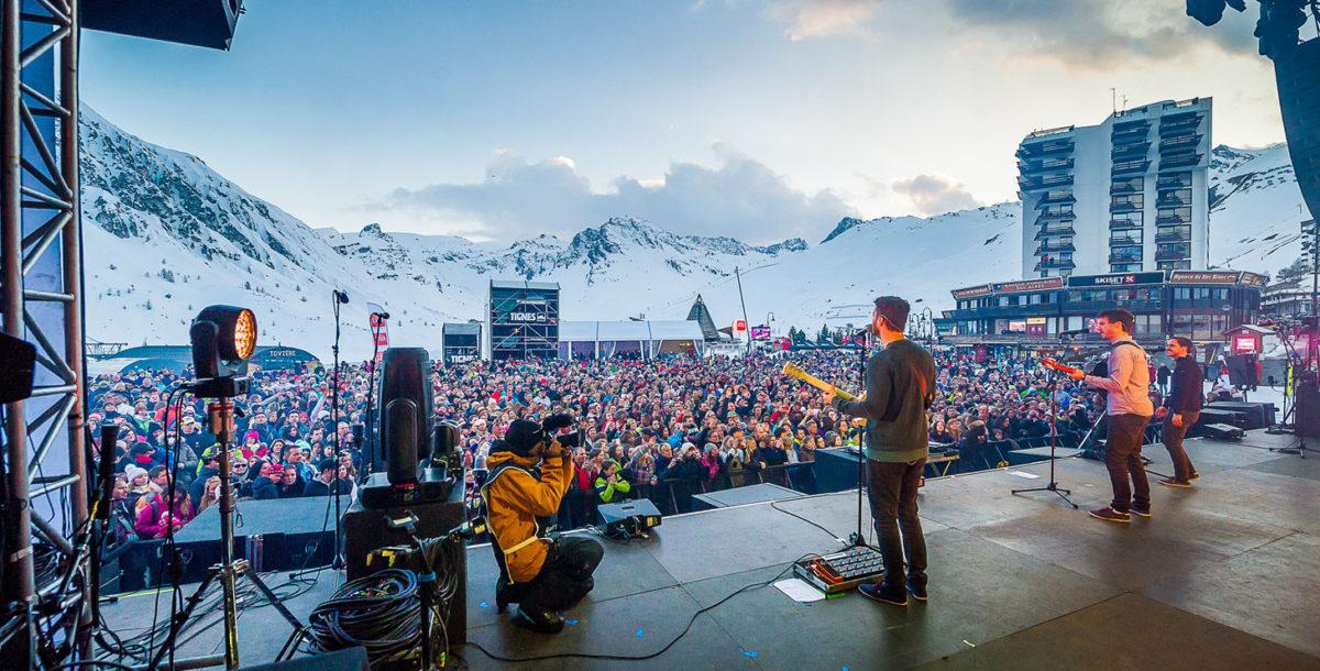 Au printemps les festivals de musique battent leur plein. Ici le Live In Tignes by Francofolies, un festival 100% gratuits avec des têtes d'affiche et des valeurs montantes de la scène pop rock