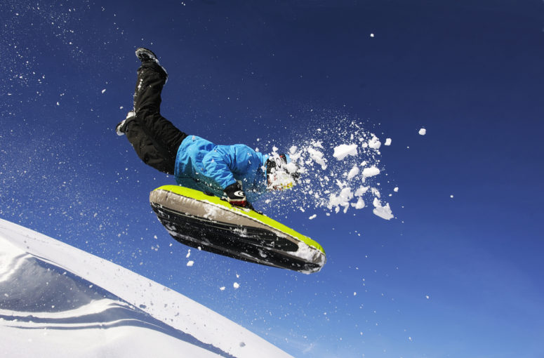 Les meilleures pistes de luge d'hiver pour des vacances fun en montagne
